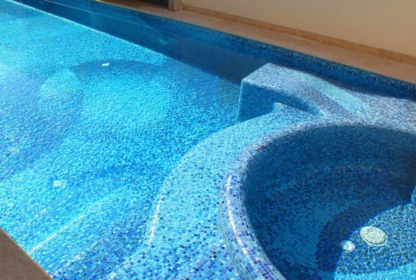 Servicios de construccion de albercas en tijuana acuatica for Azulejo vitrificado
